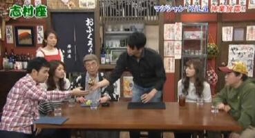 日本魔術師KiLa表演的瞬間魔方還原魔術